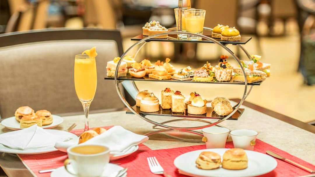 High Tea at The Fullerton Hotel Singapore & Historic Half-Day Tour